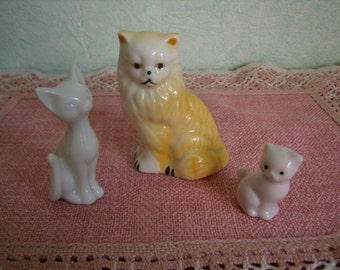 Figurines, set of 3 porcelain cats, white, yellow, pink
