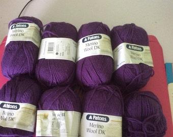 Patons merino wool dk . 100% merino wool ( superwash)