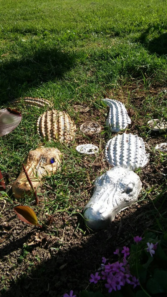 Alligator wall decor lawn decor by dennytamezrios on etsy for Alligator yard decoration