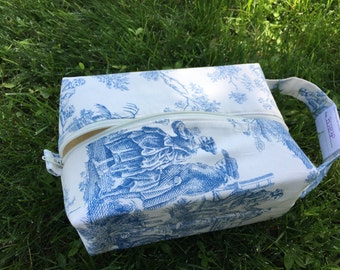 Small Boxy Project Bag - Skeleton Toile on Cream - B0283P