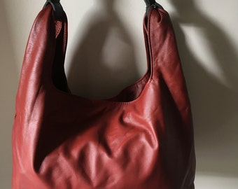 Genuine lambskin leather purse,soft and unique.Generously sized,designer handbag purse.Classic,roomy and classy.Classic, leather tote bag.