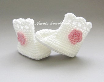 Baby crochet boots, crochet baby booties, crochet baby shoes,  baby girl shoes, baby boots, baby booties, newborn boots, white baby shoes,