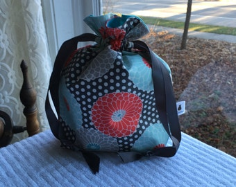 Small Knitting/Crochet Project Drawstring Bag - Daisies on Gray