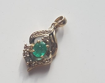 18 ct Gold Pendant with emerald and diamonds