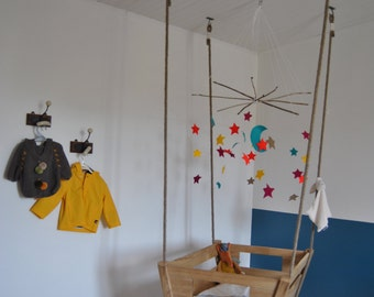 Bed cradle for baby or new born suspended
