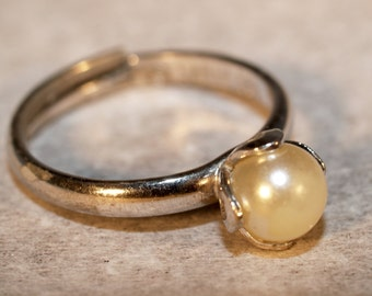 Vintage Hallmarked Sarah Coventry Sterling Silver Simulated Pearl Ring Size 6 with Adjustable Band