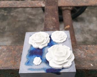 Concrete rose decoration / concrete decoration / home decor / cement accessory / cement decor