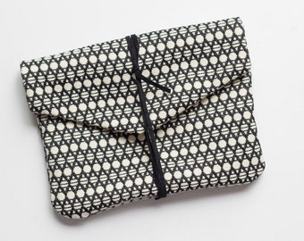 Pouch - limited edition - black and white