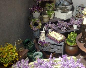 Dollhouse miniature flowers 1:12th scale.