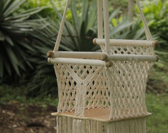 Hanging chair for babies