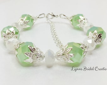 Green and White Crystal Bracelet Mint Bridesmaid Gift Wedding Party Gift Green Wedding Jewellery Set Mother of the Bride Gift Flower Girl