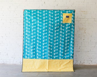 Baby Shower Gift Large Waterproof Picnic Blanket |  Play Mat  |  Stretch (giraffe)