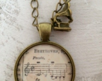 Music necklace - Gramophone
