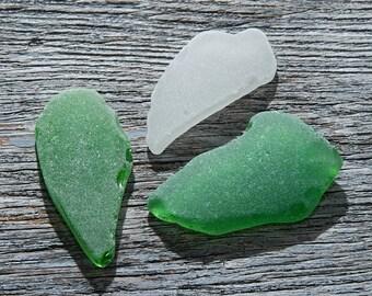 Thick pendant sized beach glass Green sea glass Jewelry supplies Nautical jewelry Sea glass necklace Green White seaglass pendant / 3 pcs