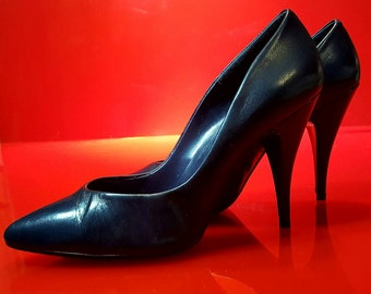 VTG Wild Pair Knife Stiletto Pumps in Navy Leather 7.5