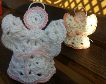 Three-dimensional stylized crochet Angel, perfect to put near to a cot, as a wedding favor, like birth or as a gift.