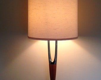 Laurel Lamp Co. Wishbone Table lamp, MCM Lamp, Mid Century Lamp, Walnut wood and Brass Lamp, Danish Modern Lamp, Vintage Lamp