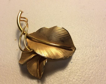 Vintage Danecraft leaf pin