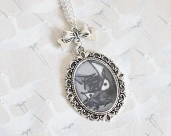 Black cat necklace, cabochon medallion in silver métal, black cat jewelry, animal jewelery, cat jewelry, black cat necklace, cat pendant