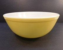 Sale 30% Off - Vintage Pyrex Primary Yellow #404 4 Quart Mixing Bowl