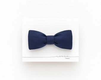 Navy blue linen bow tie for men, blue floral men's bow tie, blue floral freestyle bow tie, boho groom wedding bow tie, roomate gift