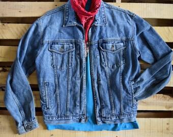 Vintage 90s Men's M <> GAP Denim Jacket <> Zip Front Blue Stone Wash <> Trucker Jean Jacket