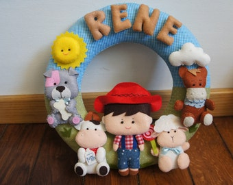 Crown cowboy with 4 animals and her name in felt 100% handmade