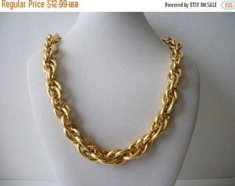 ON SALE Vintage Napier Signed Heavier Chunky  Textured Gold Tone Links Necklace 71116