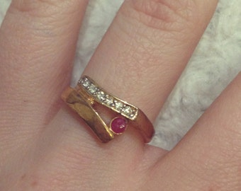 Ladies Vintage Gold Band Diamond Ruby Style Ring