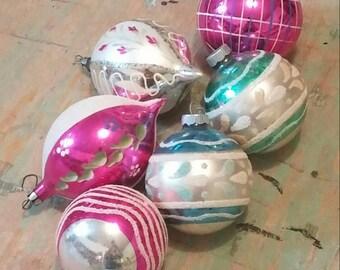 6 Christmas balls
