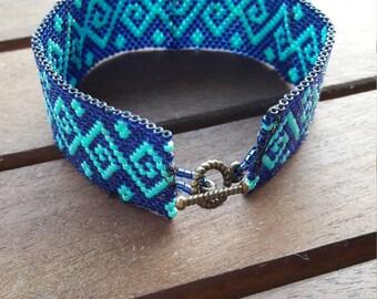 Machining peyote bracelet blue and turquoise
