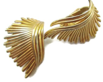 CROWN TRIFARI  Wing Earrings, Modernist Gold Tone Clips, Feather Jewelry, Mid Century, 1960s, Abstract  hh