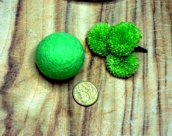one 4cm felt ball, felt ball, felt bead, cat toy, juggling ball
