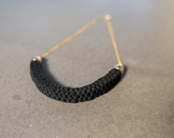 scoubidou black and gold necklace