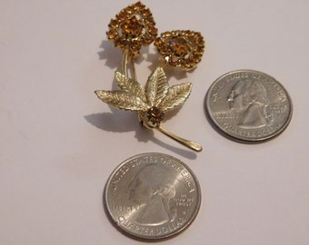 vintage glod-tone flower brooch with yellow rhinestones