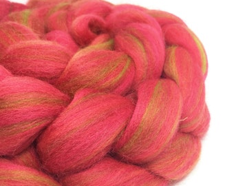 roving merino corriedale top, fibre for spinning, 100g - Cosmopolitan - red with green highlights
