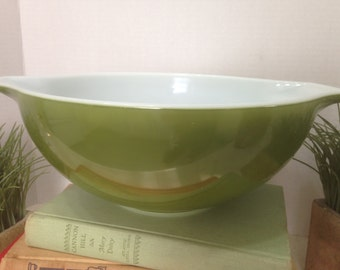PYREX Avocado Green Cinderella #444 Mixing Bowl