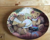 """Vintage - Sue Willis - Limited Edition - """"Friends are Fur-Ever"""" Plate.  Plate Number Qb4948.  Very Collectable"""