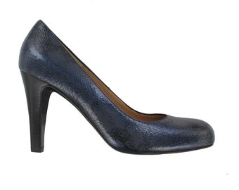 SALES, Navy blue leather pump, Women blue leather stiletto, Blue patent pump, Handmade in Italy pumps, Paris shoes, Classic shoes, Oli