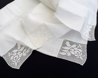 Vintage Lace and Linen Tablecloth. White Linen and Filet Crochet Rose Design Tablecloth with Delicate Crochet Lace Edging  RBT0936
