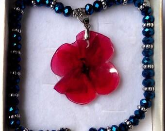 Pelargonium real flower resin necklace