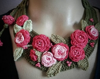 Crochet necklace olive green with dark-pink roses | necklace | for her | gift