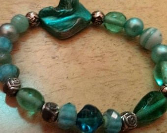 Teal colored glass beaded bracelet