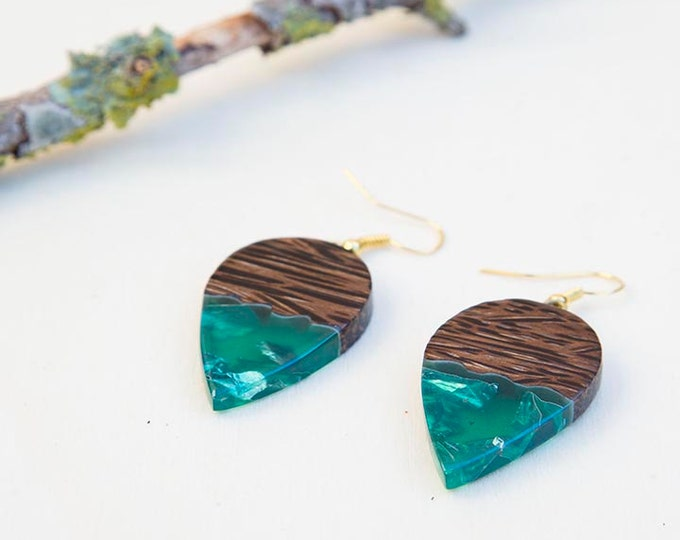 Wood earrings, Green earrings, wood resin earrings, Resin earrings, gift for women, Olive wood jewelry, resin jewelry, birthday gift