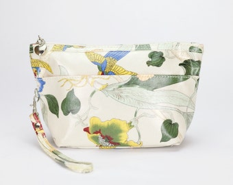 Medium Makeup bag- Oilcloth Cosmetic zip pouch- Oil cloth Makeup case- Ladies Beauty pouch- Cosmetic Zipper bag- Beauty purse- Orchid floral