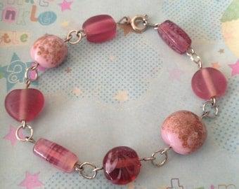 "Sparkly pink beaded bracelet, 7"""