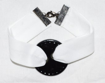 Bracelet white button ribbon