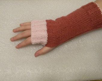Woollen wrist warmers