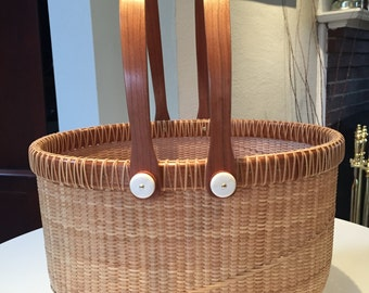 13.5 Inch Oval Basket