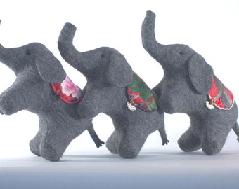 "Plush elephant ""Mumak – SPITIKI"